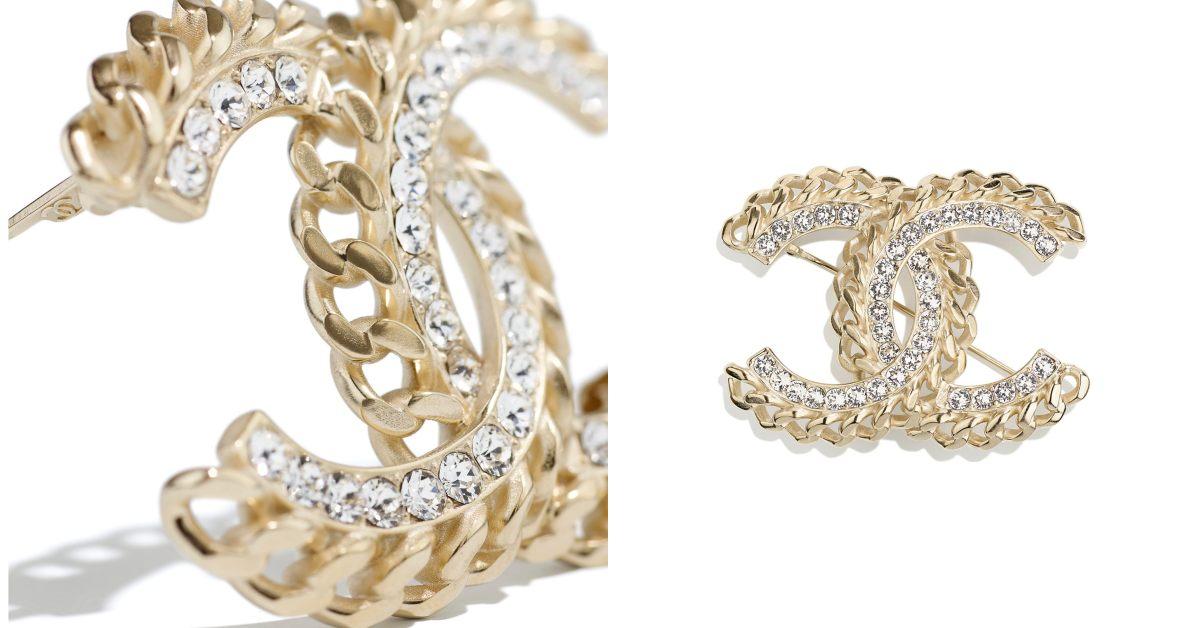 Chanel首飾推薦這10款胸針 !沒有2.55、19、boy chanel沒關係 ,cc logo胸針讓你秒變時尚部落客!-6