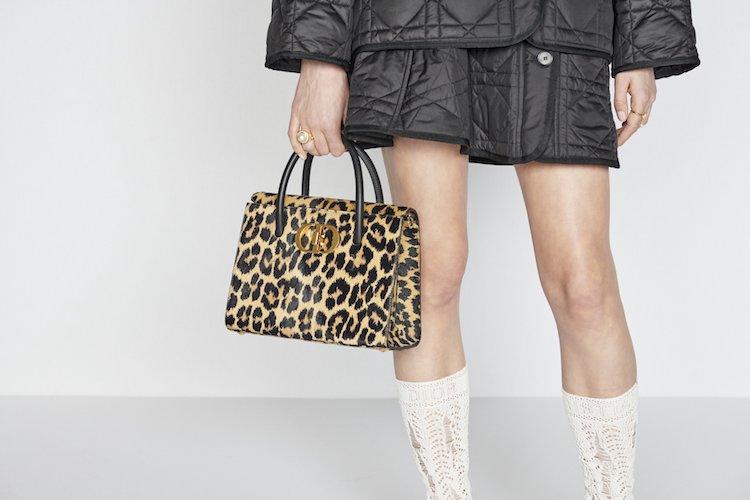 Dior蒙田包穿上豹紋!2021秋冬系列5大重點,珍珠配飾絕對大賣-7