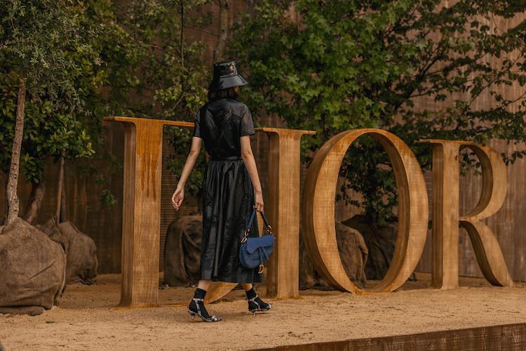 Dior超迷你馬鞍包登場!經典老花、粉霧配色超夢幻,小資價就能擁有!-0