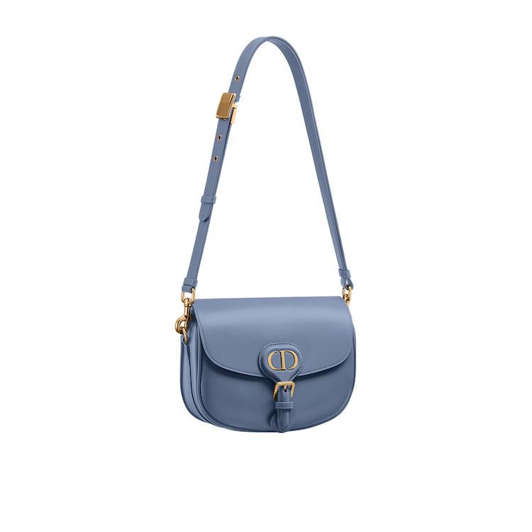 「寶寶藍」色繼續夯!Celine、Gucci到Loewe...10款「寶寶藍」包,讓妳年初拎到年尾!-2