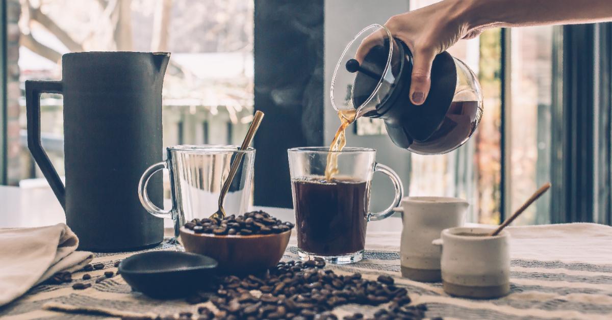 一天可以喝幾杯咖啡?營養師曝「咖啡因過量8大警訊」!不一定提神,還可能越喝越累-0