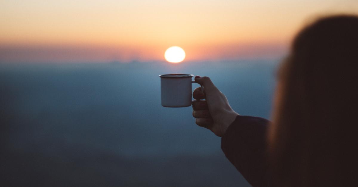 一天可以喝幾杯咖啡?營養師曝「咖啡因過量8大警訊」!不一定提神,還可能越喝越累-3