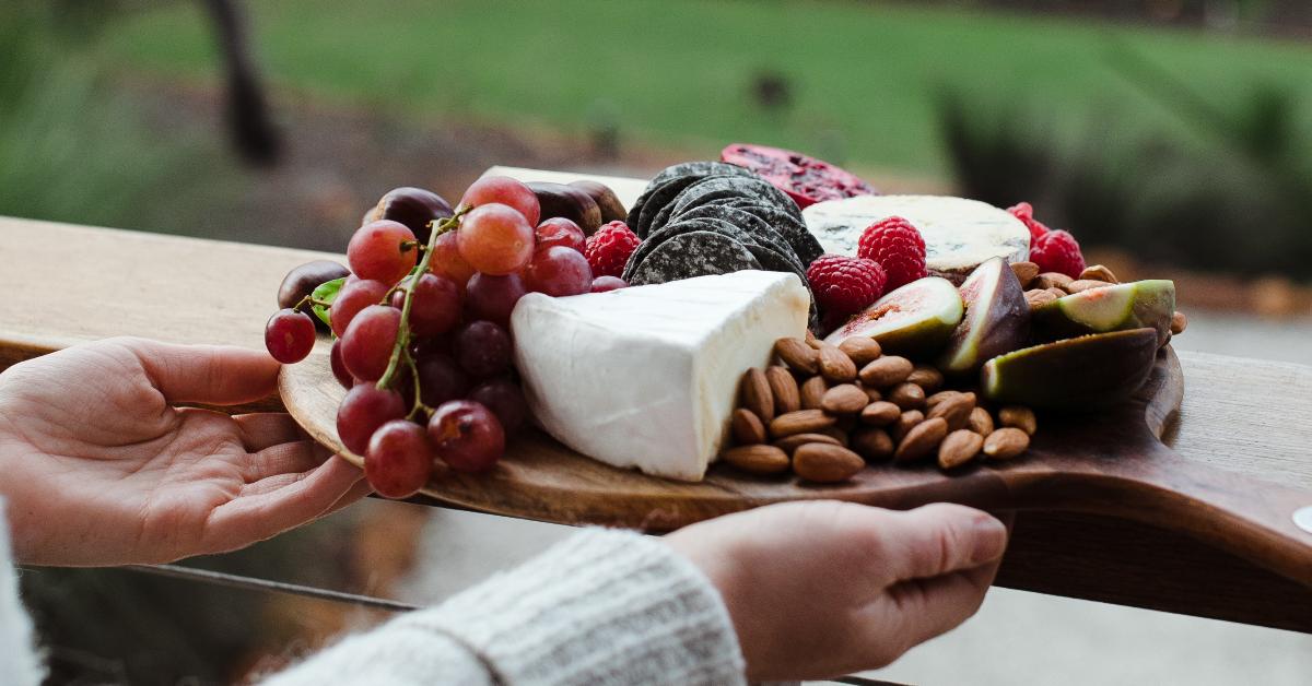 吃什麼可以補鈣?營養師曝多吃堅果 、黑芝麻、少碰4大「地雷飲食」,當心失眠、憂鬱是缺鈣警訊!-3