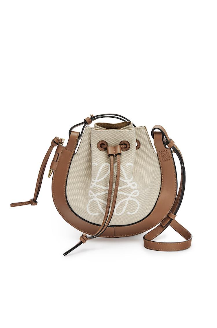 Loewe包包推薦「老花」!50週年推出緹花新系列,狂賣氣球包、吊床包全都換上新裝-7