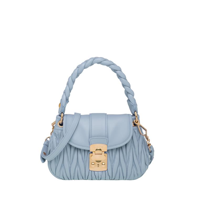 「寶寶藍」色繼續夯!Celine、Gucci到Loewe...10款「寶寶藍」包,讓妳年初拎到年尾!-7