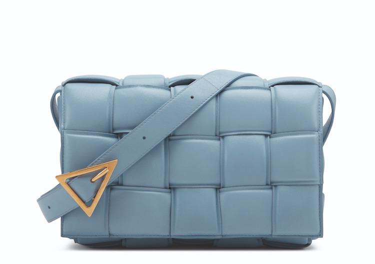 2021包包推薦 「寶寶藍」Top10!LV、Gucci、Celine..BV寬版編織郵差包櫃上很搶手!-6