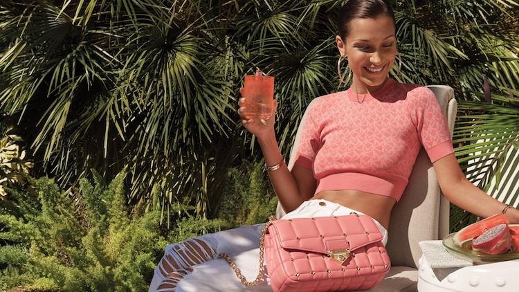 2021腋下包推薦MK!超模Bella Hadid同款糖果配色最吸睛,加碼推薦兩款最新鏈帶與鉚釘包-2
