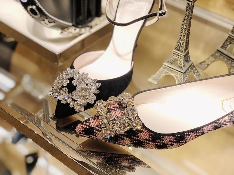 Roger Vivier方釦鞋今年55歲!台灣限定球鞋、破5萬室內拖鞋,女人荷包難守-2