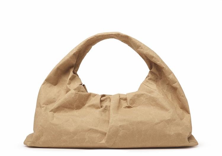 雲朵包改用紙做?BV新包登場,泡麵編織、牛皮紙袋到大鐵鍊包真的太帥!-0