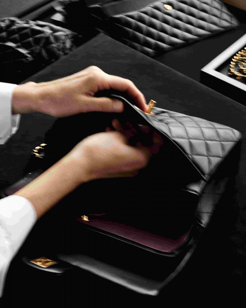 【10Why個為什麼】Chanel  「11.12」紅遍38年有道理!180道作工、口紅暗袋巧思,這10招讓女人都為它臣服-7