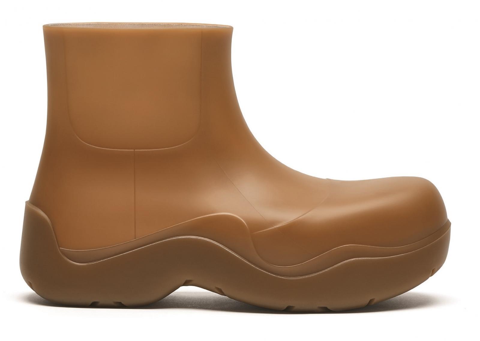 雨鞋防水更要美!LV、Dior、BV...10款時髦度百分百的精品雨鞋!-4