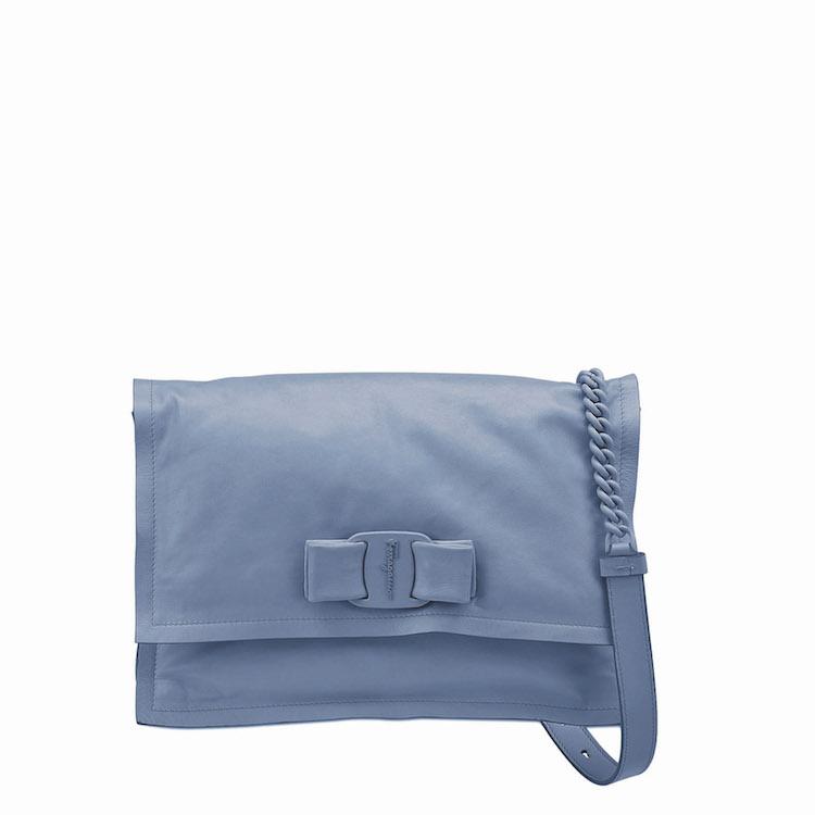 「寶寶藍」色繼續夯!Celine、Gucci到Loewe...10款「寶寶藍」包,讓妳年初拎到年尾!-8