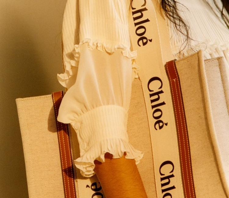 Chloé鎖頭包遇強敵!帆布托特包加上品牌大Logo,日本女孩已經搶翻天-1