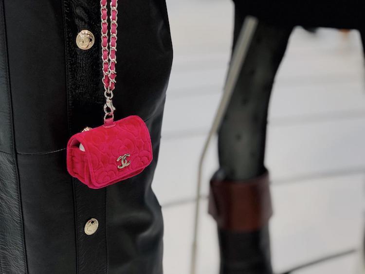 Chanel手機配件系列太嗆!iPhone殼、耳機套到手機包,比你的手機更有收藏價值-5