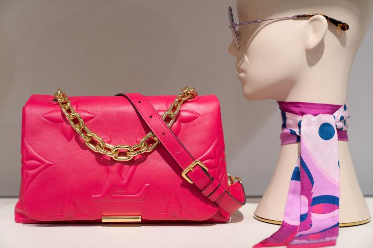 2020年包包關鍵字是「粗鏈帶」!Chanel、BV到LV全跟上,要酷要優雅一包搞定-3