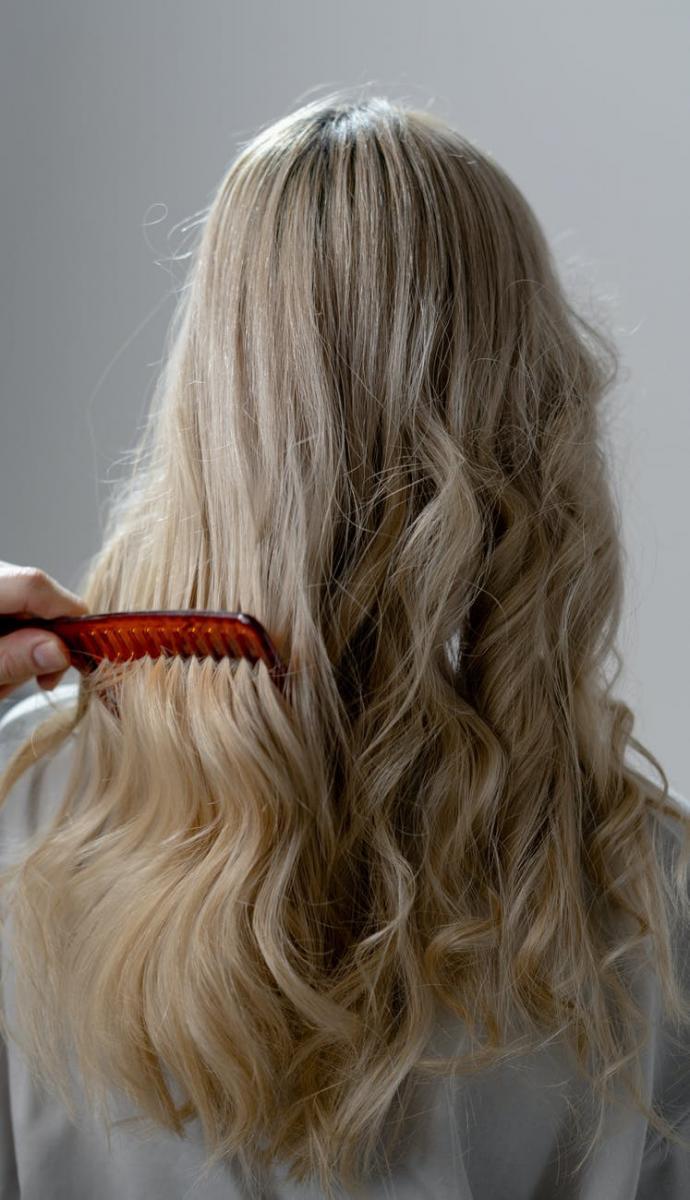 敏感頭皮洗髮精要慎選!專家教你用一把梳子檢測頭皮是否健康,別跟80%人犯一樣的錯-2