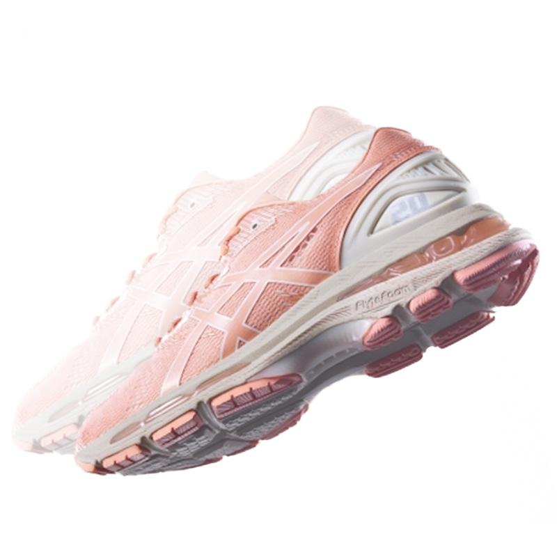 浪漫櫻花粉席捲鞋款設計