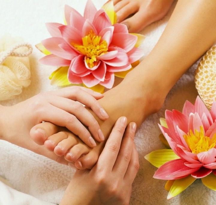 承受一天壓力的腳需要按摩放鬆。