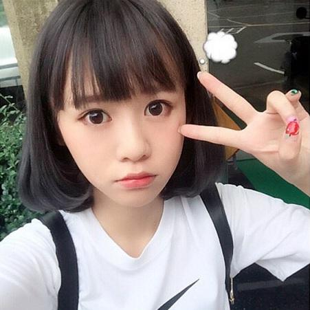 「中學生女神」紀卜心,在網路上分享雙眼皮貼法,引發網友關注。