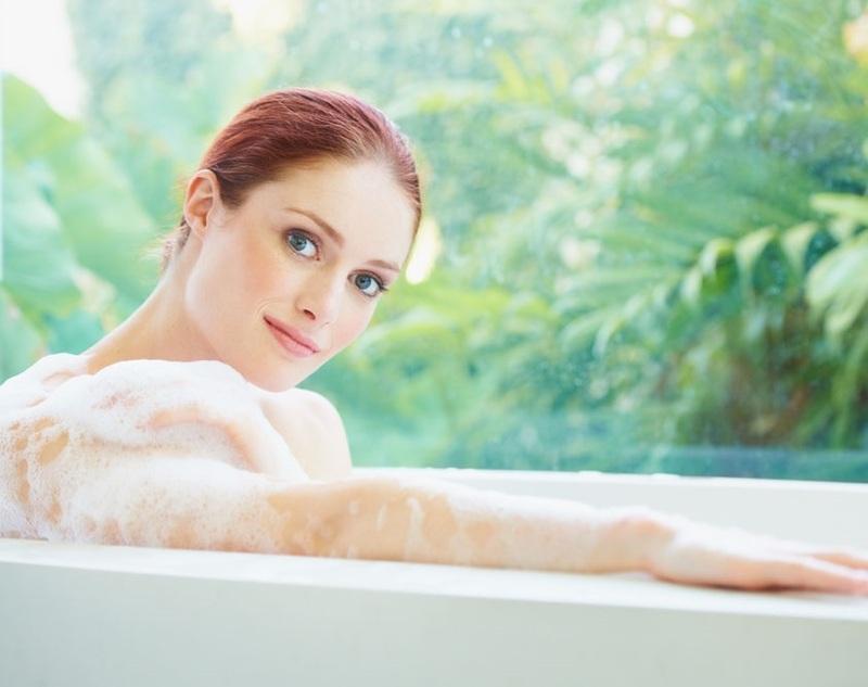 選用具有抗痘成分的沐浴乳清潔背部,是抗背痘的首要步驟。
