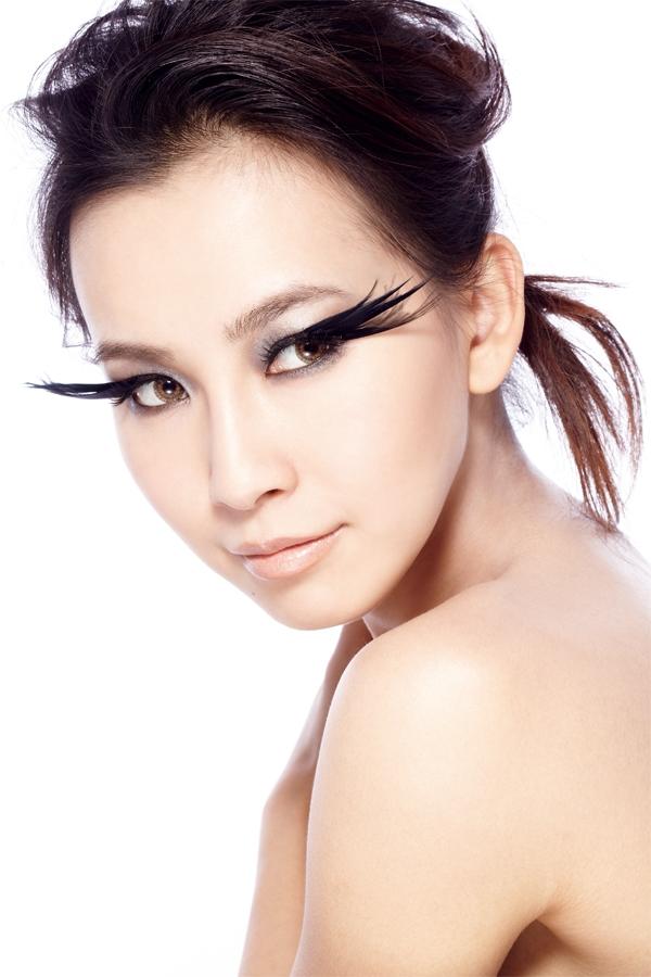 東方人可透過滋養液延長睫毛的生長期間