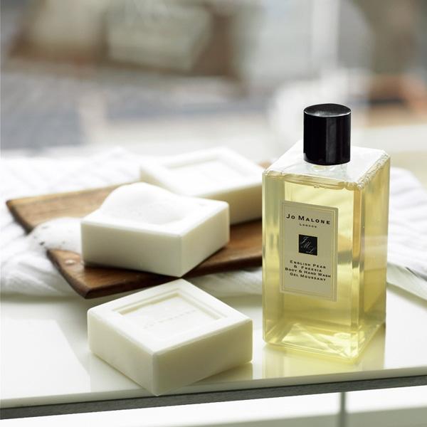 保濕的沐浴用品能讓肌膚喝飽水分。