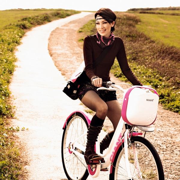 騎腳踏車當做運動,優雅又能雕塑臀部線條。