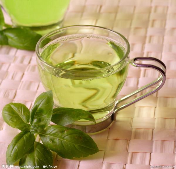 別忘記多補充水分,避免皮膚乾巴 巴,不愛喝水的人可以選擇富含礦 物質、維生素的烏龍茶,對瘦身及皮膚保養大有幫助。