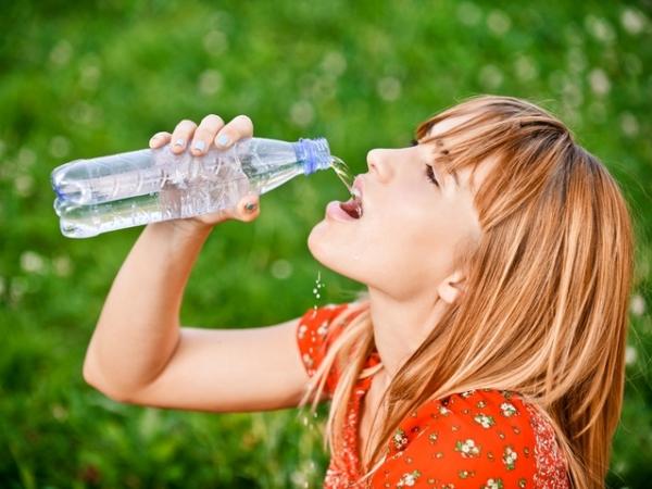 7:00晨起一杯白開水 促進代謝