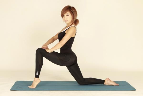 由鄭多燕設計監製的第一件塑身褲,在台灣立即造成話題與搶購熱潮。