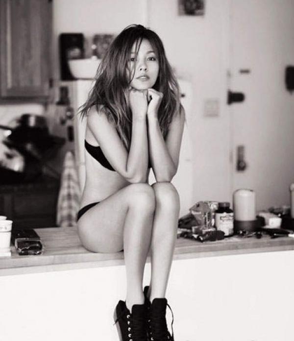 韓國第一性感歌手李孝利,一直給人相當健康陽光的形象!