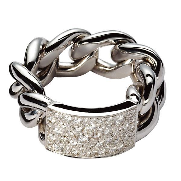 18K白金鑲嵌鑽石戒指 NTD 330,000