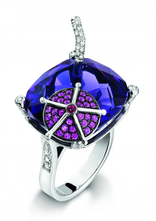 BLUEBERRY DAIQUIRI 18K白金指環,鑲嵌121顆圓形美鑽、1顆枕形切割紫晶石、30顆圓形切割粉紅色藍寶石,NT$ 517,000
