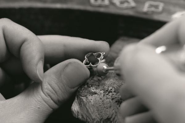 Van Cleef & Arpels梵克雅寶創造幸運的四葉 Alhambra系列 風靡各世代名媛