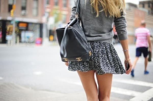 搭配毛衣罩衫,拉長身高的比例,適合嬌小型女生。