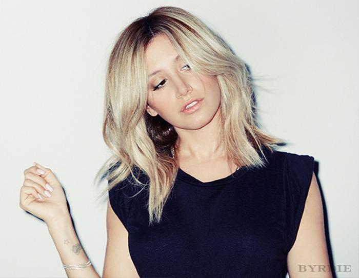 藉由許多定型美髮產品創造蓬鬆感,保持美美造型。 source:BYRDIE