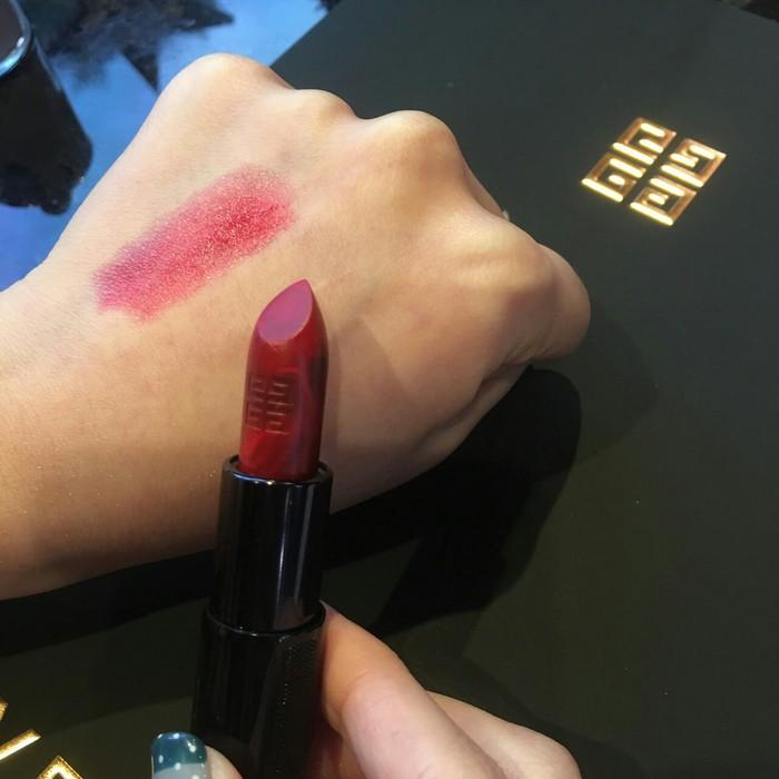 經典#13紅唇+黑色唇膏等於最新款#25大理石渲紋
