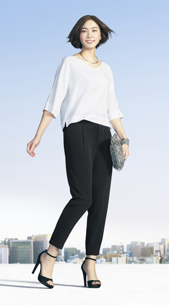 日本新國民女神-新垣結衣,成為Uniqlo最新輕柔垂墜風系列形象代言人。