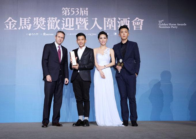 《再見瓦城》勇奪伯爵年度優秀獎, 由左至右為伯爵亞太區總裁Dimitri Gouten、導演暨編劇趙德胤、女主角吳可熙、男主角柯震東。