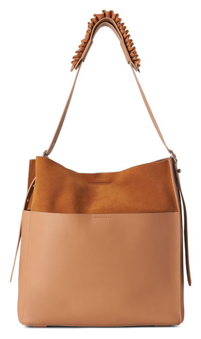 AllSaints Maya 淺焦糖色麂皮拼接背帶抓皺肩背包,14,900元。