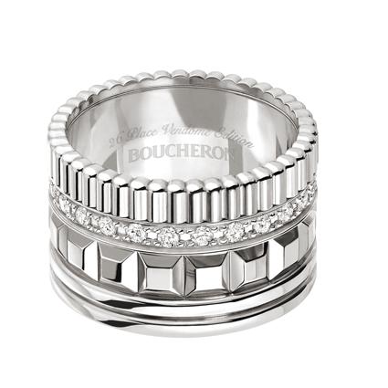 Quatre Radiant系列,黃K金鑲嵌鑽石寬版戒指,338,000元。