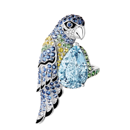 「Animaux」(動物)系列,Nuri 主鑲海水藍寶鸚鵡造型戒指,1,500,000元。