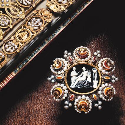 1813年,瑪麗 - 露易絲皇后歌德風格腰帶。