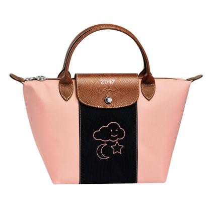 Longchamp Le Pliage® Personalized 經典尼龍摺疊包訂製,售價在NT$ 4,000元至7,100元不等。