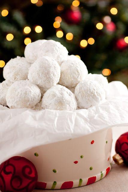 雪球小餅乾除了是婚禮上必不可少的出現之外,它還會出現在新年或是一些重要的節日中。
