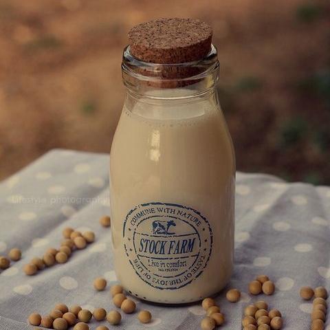 豆漿富含的大豆異黃酮能夠讓皮膚更細緻。