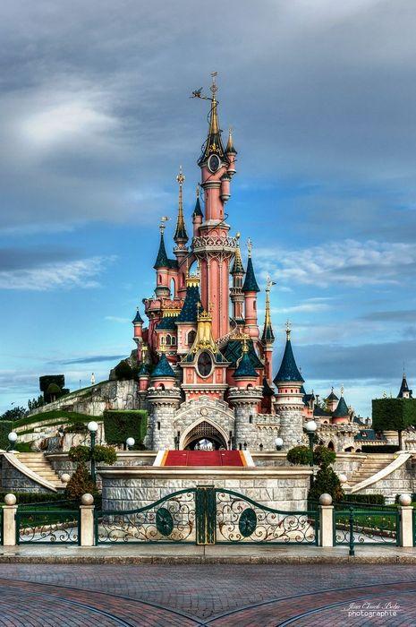 睡美人的城堡是迪士尼的象徵~