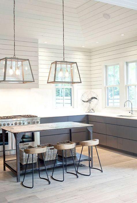 陽光透過窗戶射進來,能把整個室內的空間感提高