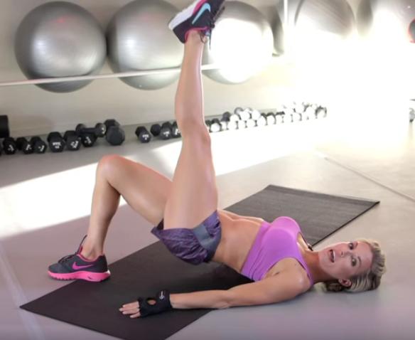 名人健身教練Anna Kaiser  教妳3招躺著雕臀