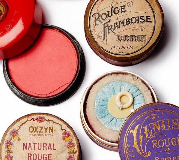 Lisa Eldridge 在她的IG上分享的舊式化妝品